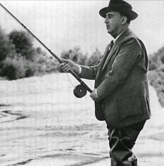 FRANCO pescando